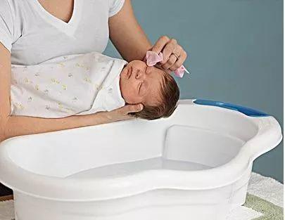 希奥育儿丨新生宝宝的洗澡方法与注意事项