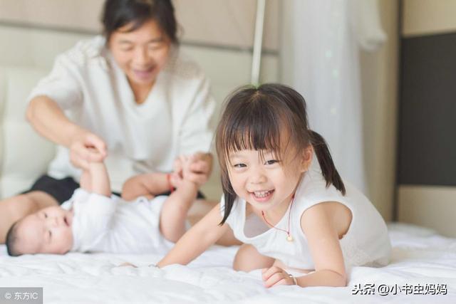 """""""妈妈,我可以照顾你"""",生完二胎,妈妈被床边5岁的大宝感动了"""
