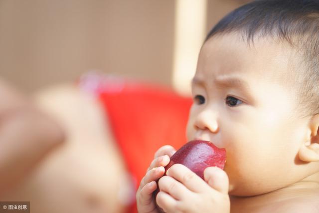 不吻孩子手和嘴,不用孩子水杯 重视孩子的这些症状
